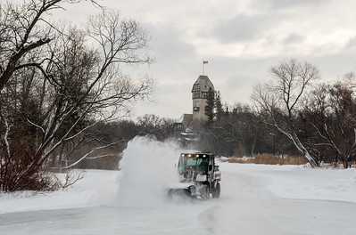 DAVID LIPNOWSKI / WINNIPEG FREE PRESS  The duck pond skating rink is cleaned of the previous night's snowfall at Assiniboine Park Sunday January 14, 2018.