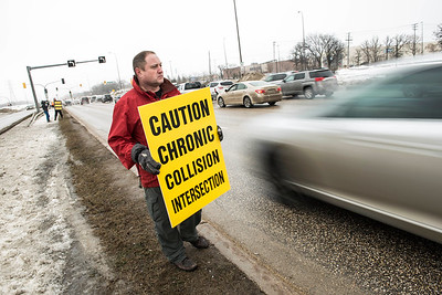 DAVID LIPNOWSKI / WINNIPEG FREE PRESS   Todd Dube of Wise Up Winnipeg brings attention to Bishop Grandin Blvd & St Mary's Rd intersection Sunday January 22, 2017.