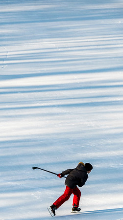 DAVID LIPNOWSKI / WINNIPEG FREE PRESS  A child plays hockey on the Assiniboine River Sunday January 28, 2018.