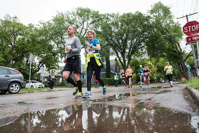 DAVID LIPNOWSKI / WINNIPEG FREE PRESS  Manitoba Marathon participants run on Wolseley Avenue Sunday June 18, 2017 in a relay exchange zone.