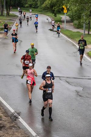 DAVID LIPNOWSKI / WINNIPEG FREE PRESS  Manitoba Marathon participants run on Wellington Crescent Sunday June 18, 2017.