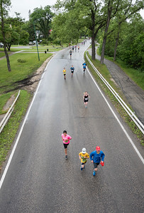 DAVID LIPNOWSKI / WINNIPEG FREE PRESS  Manitoba Marathon participants run on Wellington Crescent Sunday June 18, 2017.