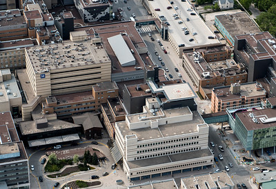 DAVID LIPNOWSKI / WINNIPEG FREE PRESS  Aerial view of the brand new helipad at the Heath Sciences Centre Winnipeg as seen from the STARS helicopter Wednesday May 18, 2016.