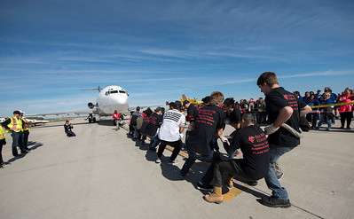 DAVID LIPNOWSKI / WINNIPEG FREE PRESS  The Red River College team participates in the United Way Winnipeg's 13th Annual Plane Pull Friday September 23, 2016 at Red River College's Stevenson Campus.