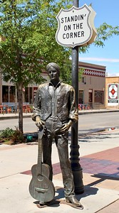 Jackson Browne statue on Route 66 (2018)