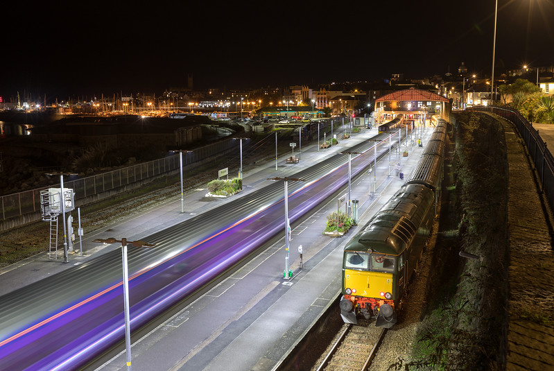 Long exposure of 57604 and HST ECS