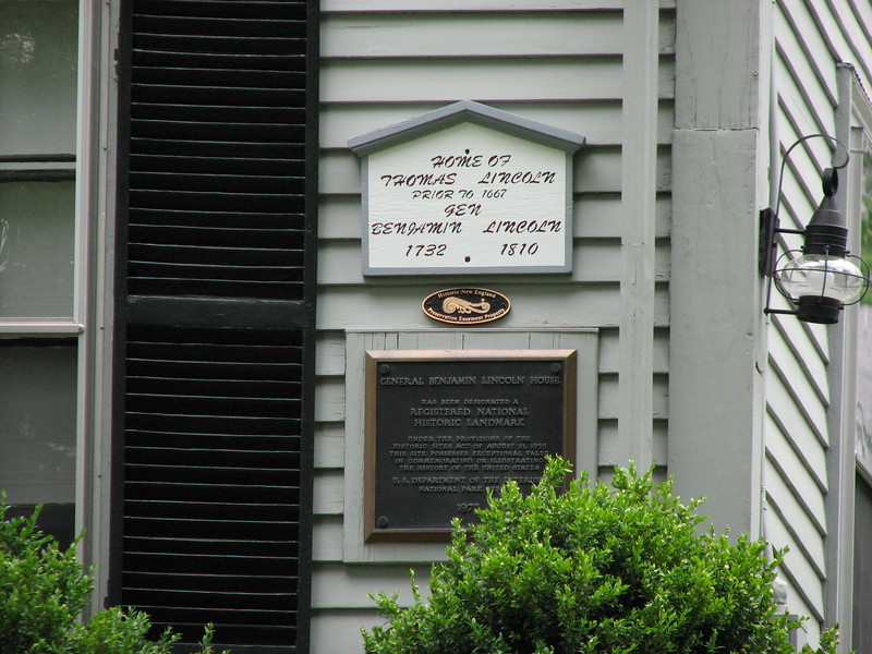 plaques on the Benjamin Lincoln House