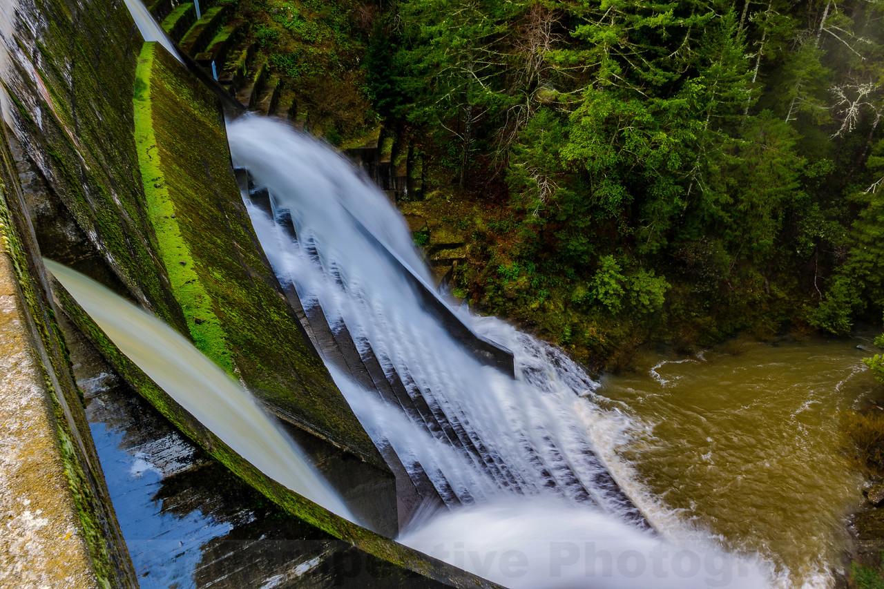 Alpine Dam: Spillway Spilling and Skim Gates Open