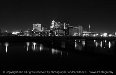 015-city_skyline_night-dsm-16dec04-bw-6337