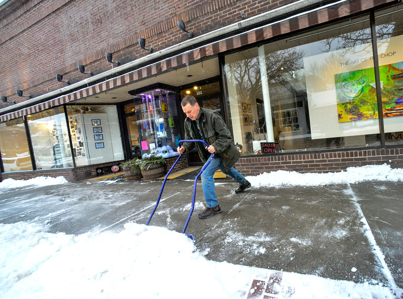 KRISTOPHER RADDER — BRATTLEBORO REFORMER<br /> A snowstorm creates a messy commute for local residents.