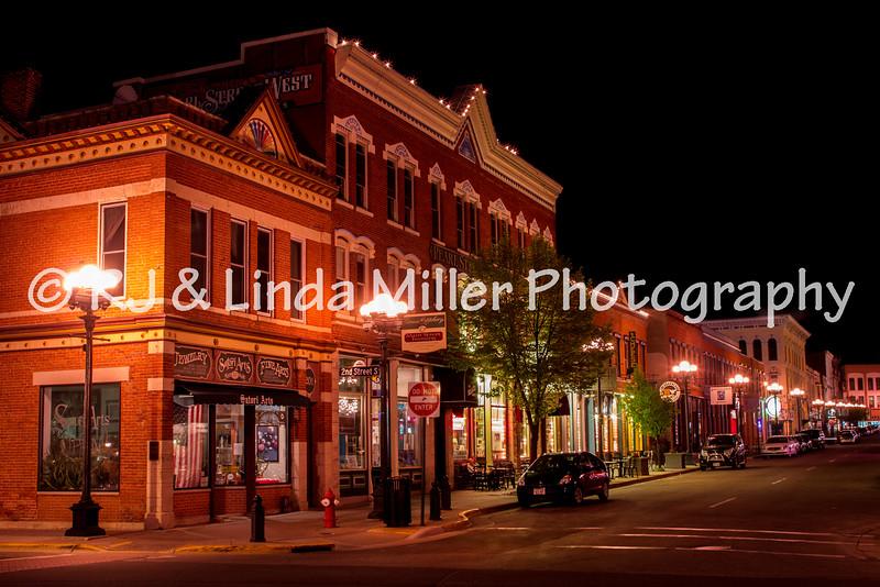 La Crosse, Pearl Street at Night