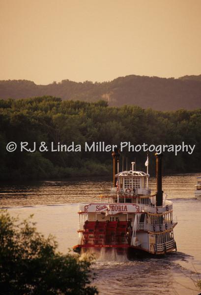 Boating on Mississippi River