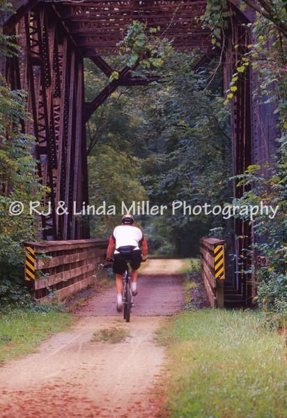 LX001462 Lax - Biker on Gr  River St  Trail