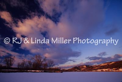 LX00057501 - La Crosse - Frozen Pond - Bluffs - Sunset