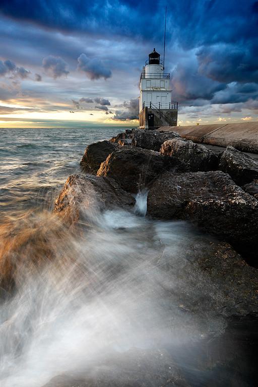 Splashing Light - Manitowoc Breakwater Lighthouse (Manitowoc, WI)