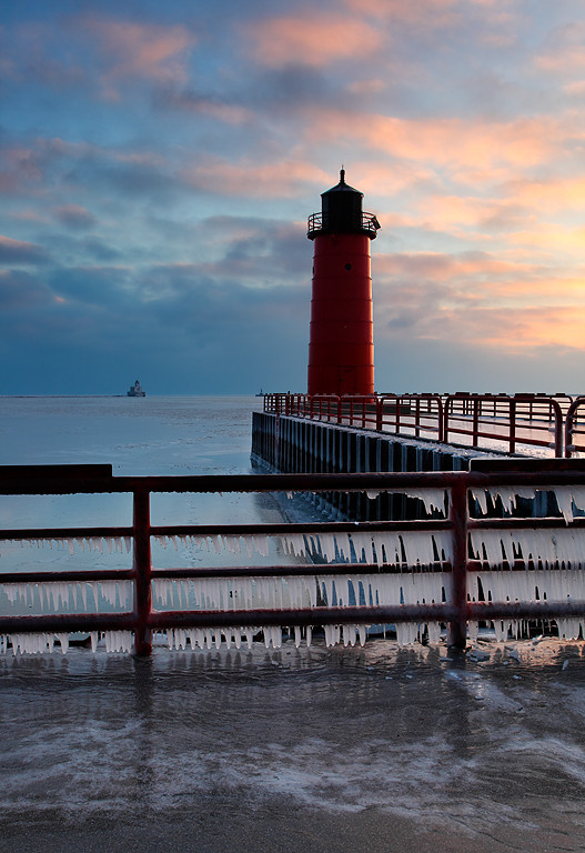 Double Light - Milwaukee Pierhead and Breakwater Lighthouses (Milwaukee, WI)