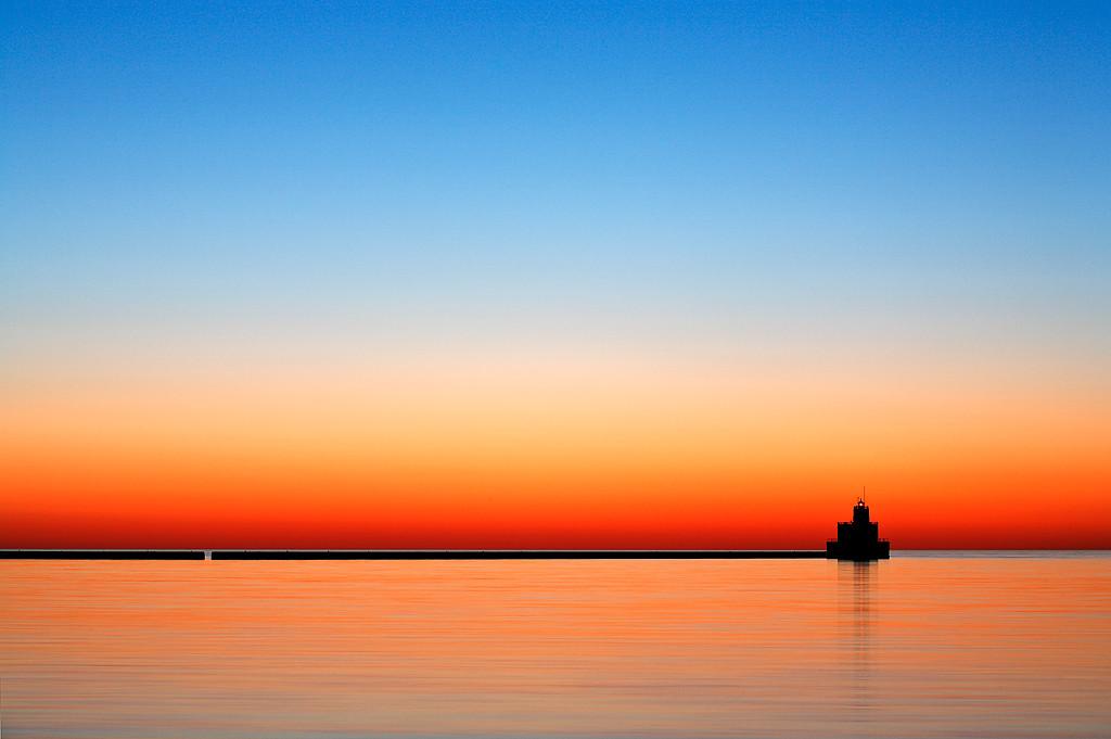 Transitional Light - Milwaukee Breakwater Lighthouse (Milwaukee, WI)