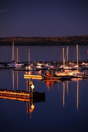 WI048412-00 Ashland - Tug Boat & Marina