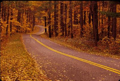 WI046899-00 MAR  CTNY - Strono Falls - parkway road