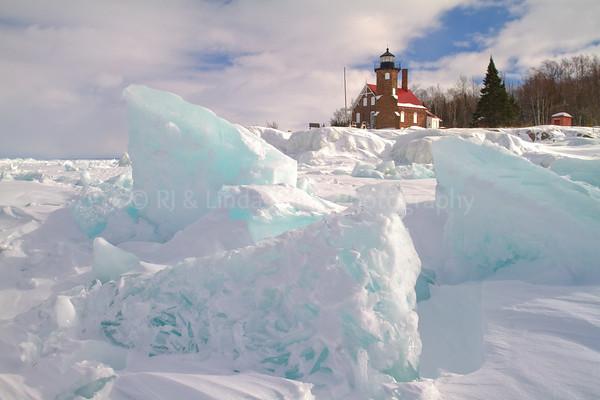 107021 Sand Island Lighthouse, Ice Formations, Apostle Island National Lakeshore, Lake Superior, Wisconsin