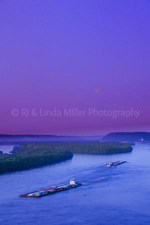 WI047464-00 - WI Crawford - Barge Mississippi.tif