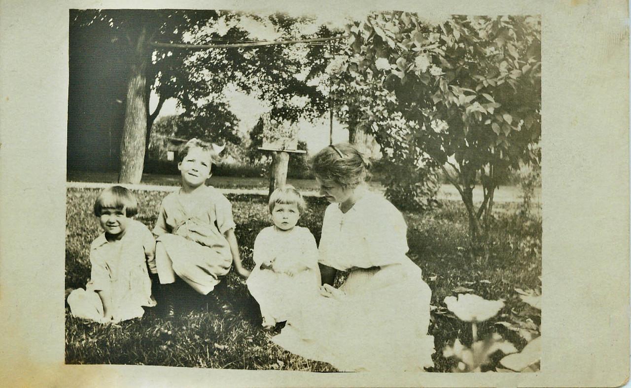 Winn, Wilma, Helen and Jessie Wolff