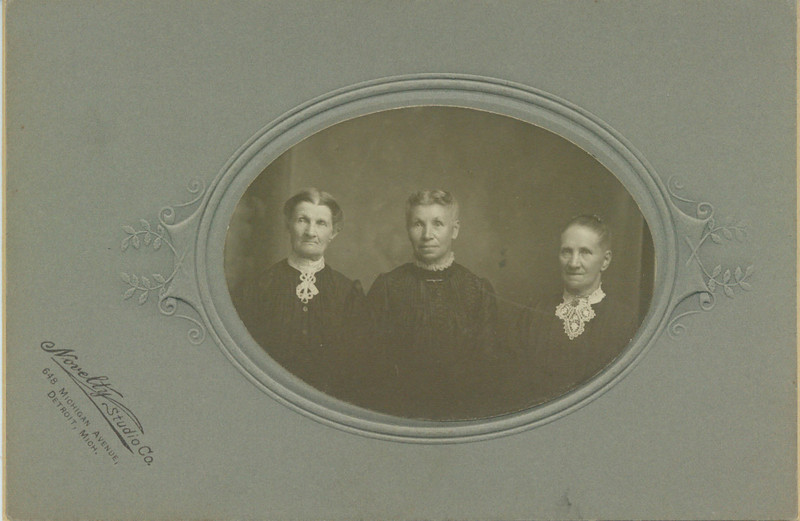 Caroline Wolff (center) and others
