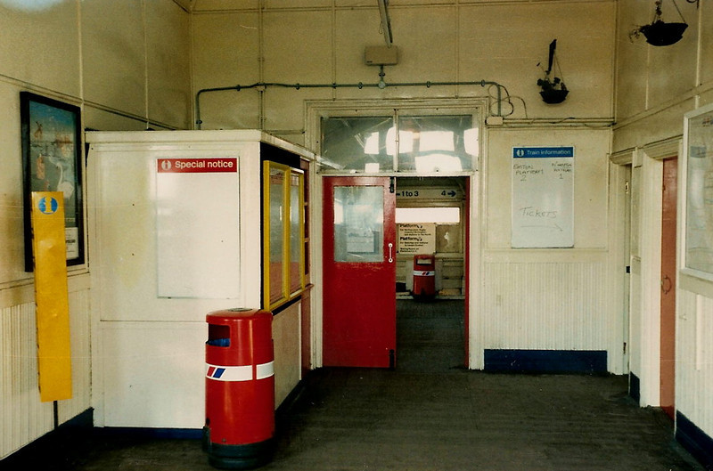 The view from just inside the station down towards the main footbridge connecting all four platforms. Taken on 25 October 1987.