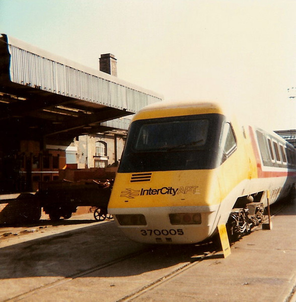 In the standard position, 370005 on show at the open day on 17 August 1985.
