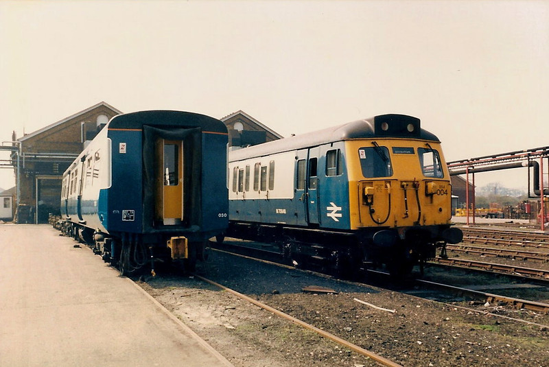 TS 71371 from 507030 stands next to 75648 from unit 304004 in front of the Lifting Shop on 17 April 1987