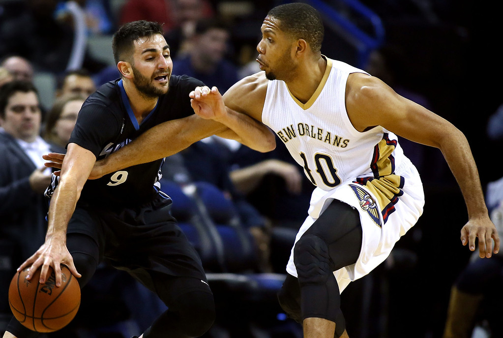 . Minnesota Timberwolves guard Ricky Rubio (9) drives against New Orleans Pelicans guard Eric Gordon during the second half of an NBA basketball game Tuesday, Jan. 19, 2016, in New Orleans. The Pelicans won 114-99.(AP Photo/Jonathan Bachman)