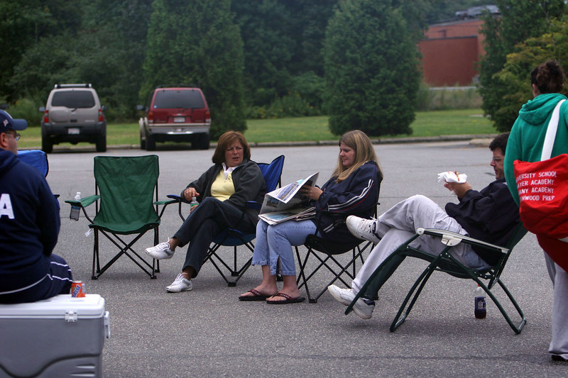 Parking lots or the beach, these fans choose the parking lot this weekend. <br /> <br /> Fun for all!!