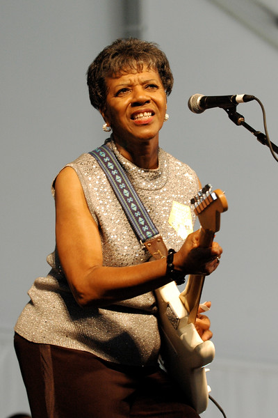 Barbara Lynn performing at the New Orleans Jazz & Heritage Festival on April 25, 2008.