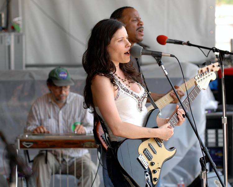 Shannon McNally performs with Dave Easley and Tony Hall at the New Orleans Jazz & Heritage Festival on April 28, 2007.