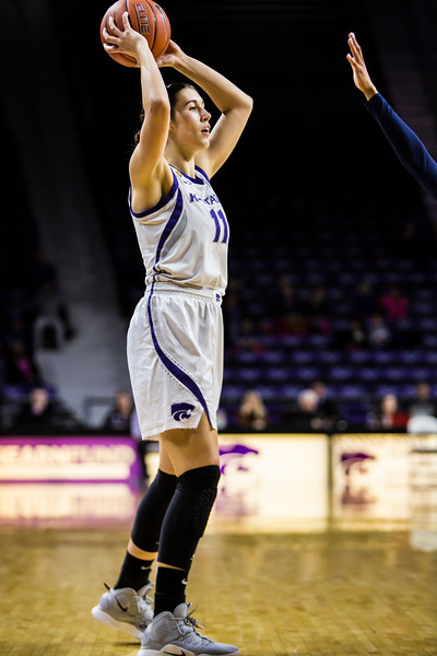 Junior forward Peyton Williams scans the court for an open play during K-State's women's basketball game against WVU in Bramlage Coliseum on Feb. 27, 2019. The Wildcats took the Mountaineers 90-79. (Logan Wassall | Collegian Media Group)