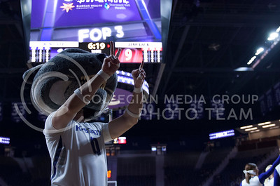 The Kansas State Wildcats women's basketball team play the University of Nebraska Omaha Mavericks at Ahearn Field House in Manhattan, Kan. on Nov. 13, 2017. The Wildcats went on to win with a final score of 81 to 60. (Justin Wright | Collegian Media Group)