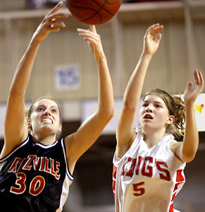 JEFF HALLER/YHR<br /> Lind-Ritzville center Brittney Kubik, left, and King's forward Danielle Clauson go for a rebound during the second half of their state 1A quarterfinal matchup at the SunDome in Yakima Thursday night, March 4, 2004.