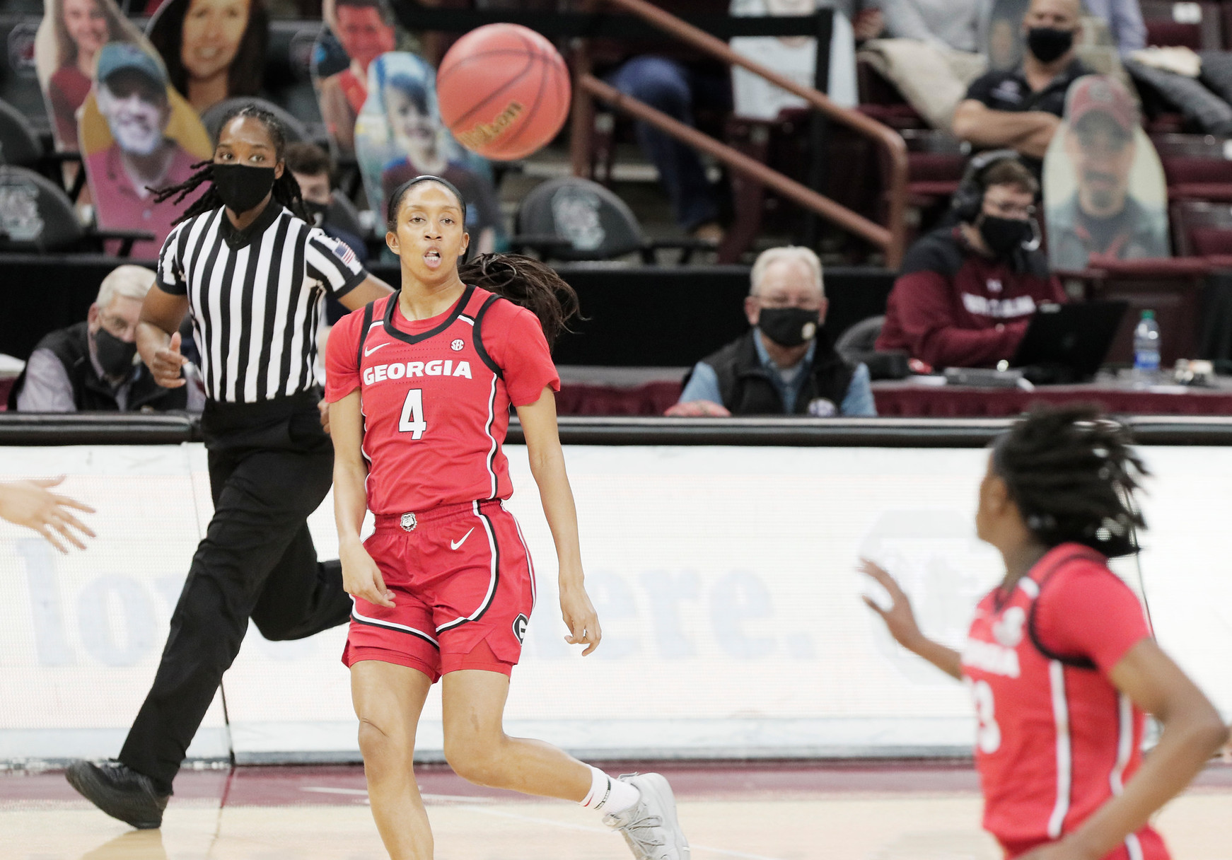 Georgia Lady Bulldogs guard Mikayla Coombs (4) passes the ball at Colonial Life Arena on Thursday, January 21, 2021.