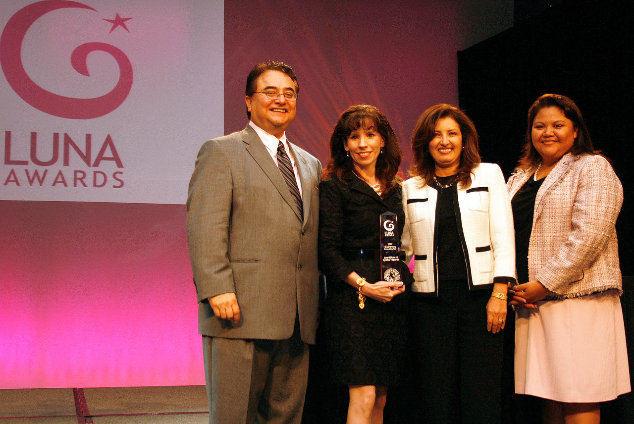 HCADFW Chairman Chris Escobedo; Deputy Mayor Pro Tem Dr. Elba Garcia; Luna Award Recipient for HCADFW Rising Firm of The Year: Cynthia Figueroa of the Law Offices of Cynthia Figueroa; and Event Chair Elizabeth Chavez.