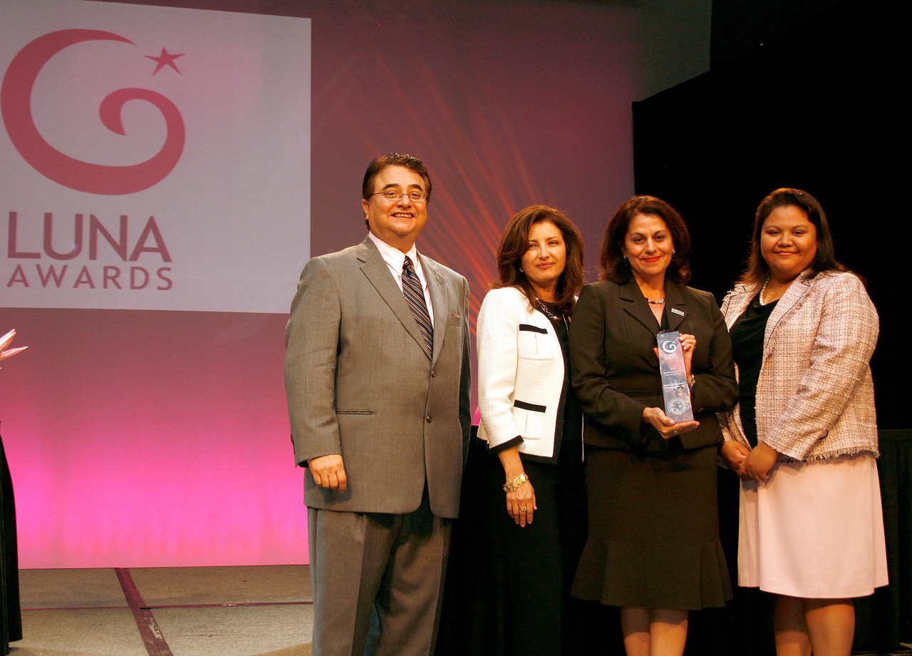 HCADFW Chairman Chris Escobedo; Deputy Mayor Pro Tem Dr. Elba Garcia; Luna Award Recipient for Established Female Service Firm of The Year: Katherine Benavides of Injury Management Organization, Inc.; and Event Chair Elizabeth Chavez.