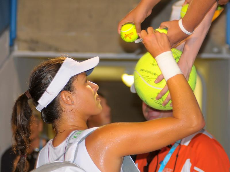 Ana Ivanovic gives autographs after the match Western & Southern Financial Group Women's Open.(CincySportsZone/Scott Davis)