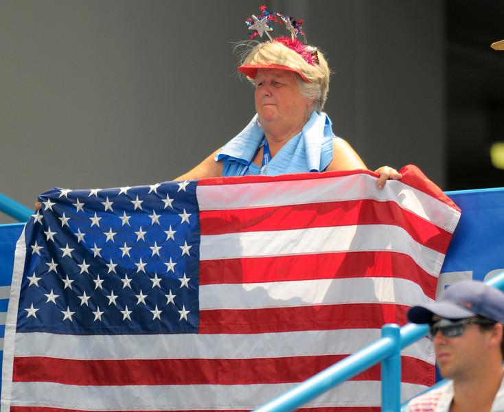 USA fan cheering on Melanie Oudin.Western & Southern Financial Group Women's Open.(CincySportsZone/Scott Davis)