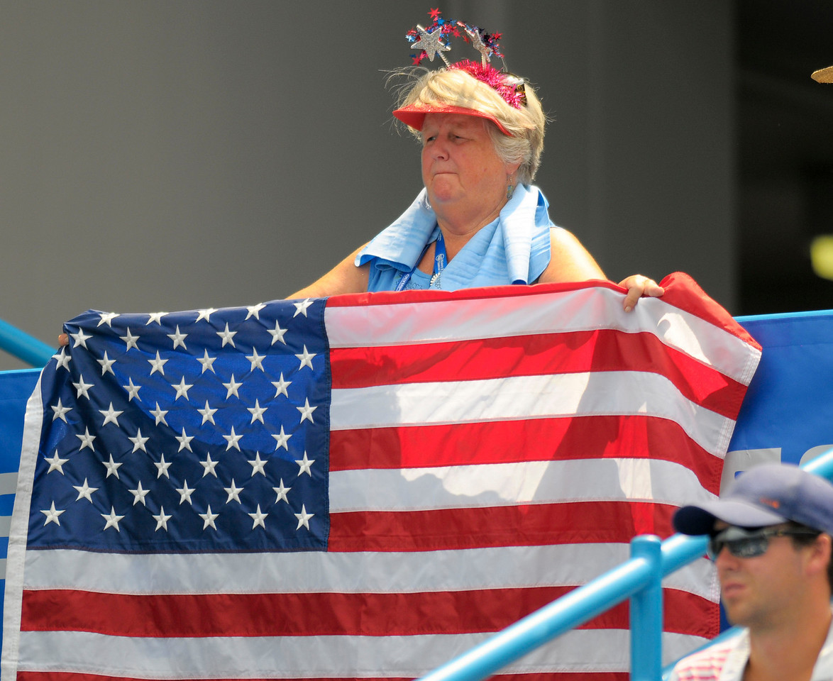 USA fan cheering on Melanie Oudin.Western & Southern Financial Group Women's Open.(CincySportsZone/Scott Davis)