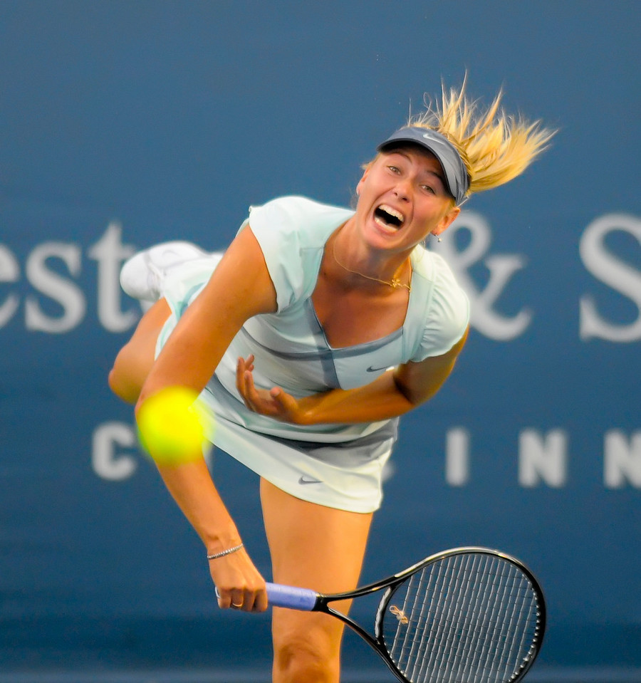 Sharapova serving.Western & Southern Financial Group Women's Open.(CincySportsZone/Scott Davis)