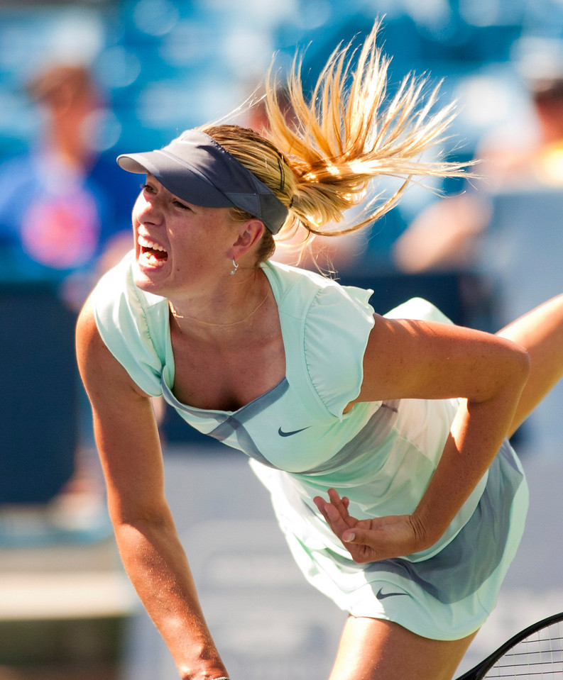 (10) Maria Sharapova Defeated (7) Agnieszka Radwanska (POL).Western & Southern Financial Group Women's Open.(CincySportsZone/Scott Davis)