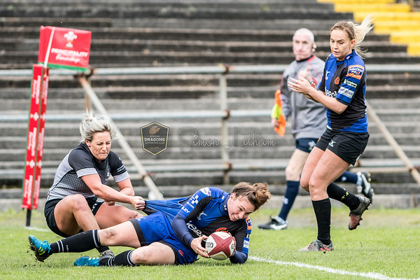Women's Regional Rugby, Ospreys Ladies v Dragons Ladies on Sunday November 26th 2017 at St Helens, Swansea, South Wales.   Photographer : Simon Latham