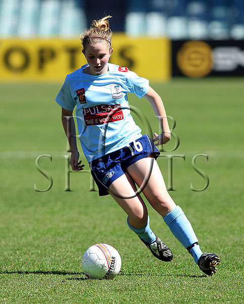 Linda O'Neill - Sydney F.C - Action from Westfield W-League Round 5 match between Sydney F.C and Adelaide United played at the Sydney Football Stadium on the 1st November 2009. The match was won by Sydney F.C 6-0 (PHOTO: ROB SHEELEY - SMP IMAGES) These images are intended for editorial use only (e.g. news or commentary print or electronic). Any commercial or promotional use requires additional clearance.