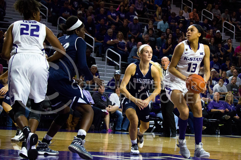 Eternati Willock, freshmen forward, prepares to make a shot on the basket during the K-State game against Washburn in Bramlage Coliseum on Nov. 4, 2016. (Alanud Alanazi | The Collegian)