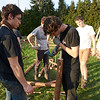 Au ciseau à bois, les scouts d'Europe ont décidé de ne pas utiliser de ficelle.