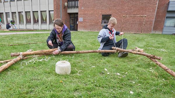 Ces scouts pluralistes découvrent le woodcraft